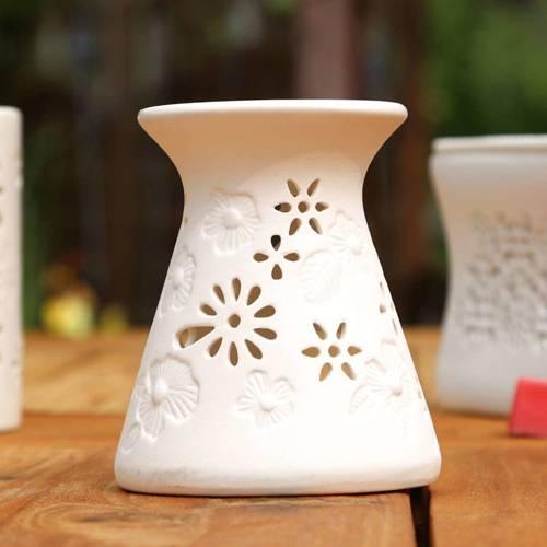 Riet ceramic wax burner with openwork - White