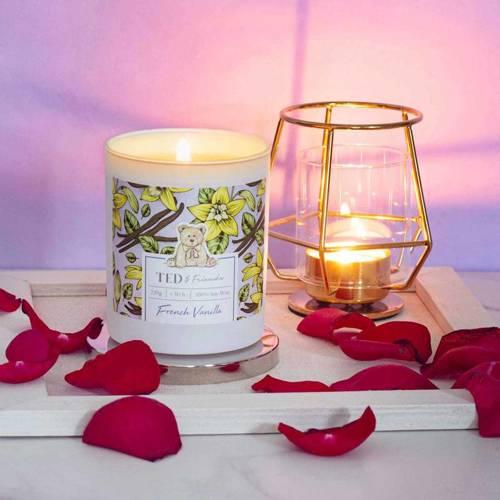 Ted & Friends sojowa świeca zapachowa w białym szkle 220 g - French Vanilla